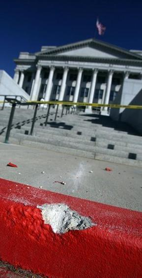 Utah police arrest man who drove up Capitol steps | News You Can Use - NO PINKSLIME | Scoop.it