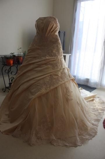 robe de mari e neuve couleur champagne p. Black Bedroom Furniture Sets. Home Design Ideas