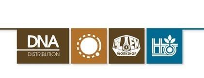 UGG Classic Mini II Graphic Logo (Beige) Ankle boots chez