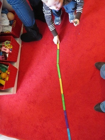 Lining up colored craft sticks | Teach Preschool | Jardim de Infância | Scoop.it