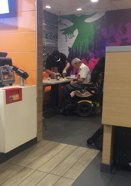 A McDonald's worker has gone above and beyond in this viral tale of kindness | Social net(work & fun) | Scoop.it