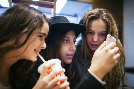 Pegados al móvil: así es la vida de tu hijo adolescente | La Mejor Educación Pública | Scoop.it