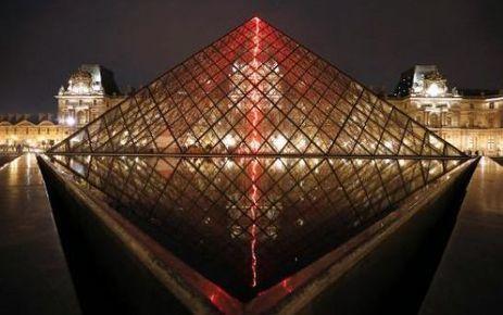 Au Louvre, l'art contemporain en un éclair   Artistes de la Toile   Scoop.it