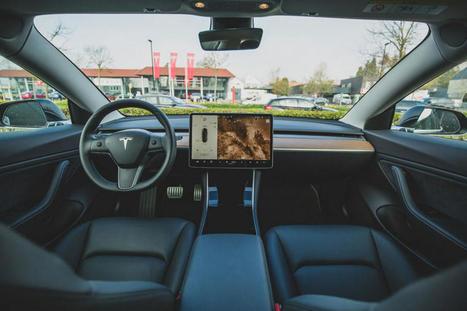 Tesla, constructeur automobile ou géant du numérique ?