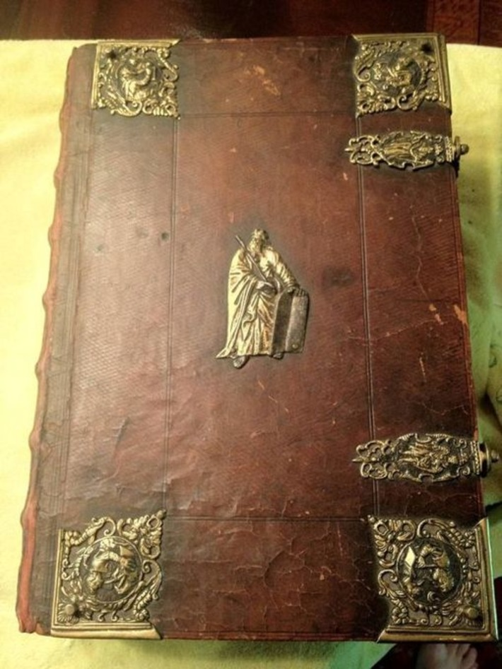 World Of Mysteries: Very Old Bible (19 pics) | Antiques & Vintage Collectibles | Scoop.it