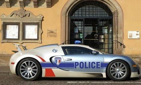 une voiture de sport de luxe pour la police d 39 o. Black Bedroom Furniture Sets. Home Design Ideas