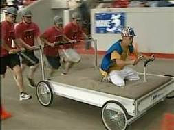 Bed racers compete ahead of Kentucky Derby | Strange days indeed... | Scoop.it