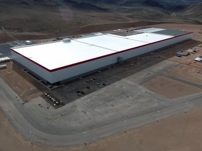 "New drone footage shows massive progress on Tesla's giant Gigafactory | L'impresa ""mobile"" 