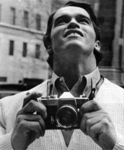 Celebrities with vintage cameras, 1950s-1970s | Awesome Photographies | Scoop.it