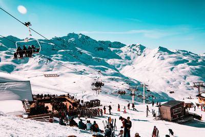 Montagne : les skis-dômes sont-ils une piste d'avenir ?