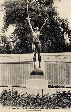 Un monument aux morts polémique - [Archives municipales de Nantes]   Histoire 2 guerres   Scoop.it