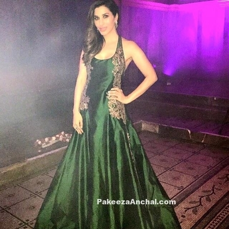 Sophie Choudry in Emerald Green sleeveless Long dress by Manish Malhotra  9ace47a01967