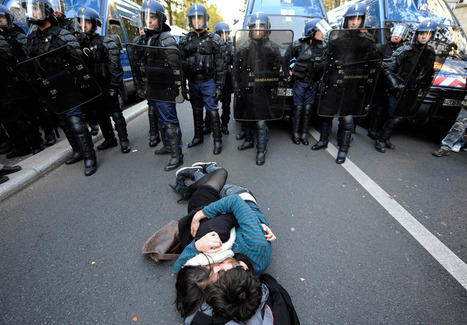 France on strike - beautiful pictures set | KiMind | Scoop.it