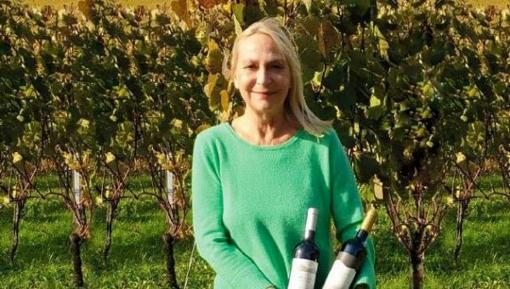 PORTUGAL : Walking the Line in Vineyards