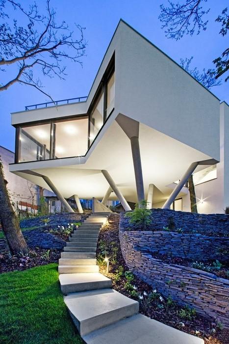 Impressionnante maison contemporaine sur piloti...