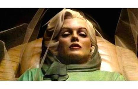 32 photos of celebrity open casket funerals tha