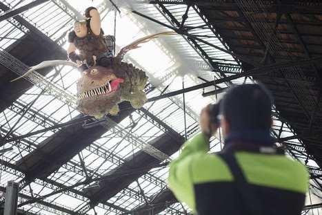 Pour la sortie de Dragons 2, des créatures géantes envahissent la gare de Lyon | streetmarketing | Scoop.it