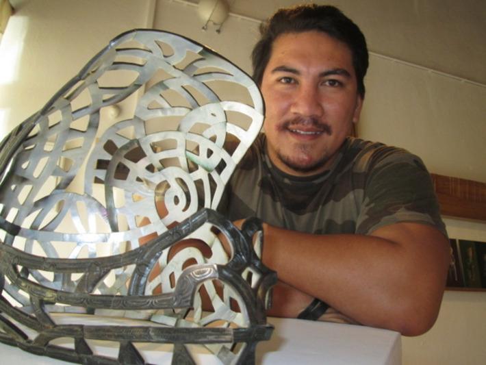 Artisan original du CMA : un casque….en nacre | Tahiti Infos | Kiosque du monde : Océanie | Scoop.it