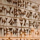 De cómo un maestro de escuela descifró la escritura cuneiforme gracias a una apuesta | Fundamentos Léxicos | Scoop.it