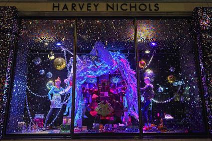In Digital Age, Holiday Windows Still Drive Sales | fashion retail visual merchandising | Scoop.it