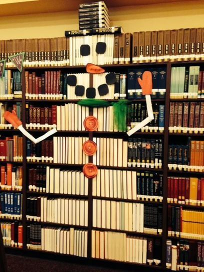 18 Bookish Christmas Holiday Libraries Displays via @Bookbub | Sara Rosett | All Things Bookish: All about books, all the time | Scoop.it
