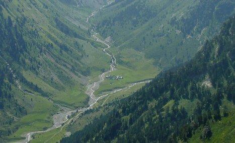 Les granges du Moudang vues depuis le pic d'Augas le 7 août 2014 - Simone Fréchou | Vallée d'Aure - Pyrénées | Scoop.it
