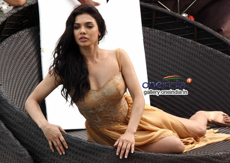 Download Full Hindi Movie Ishq Click