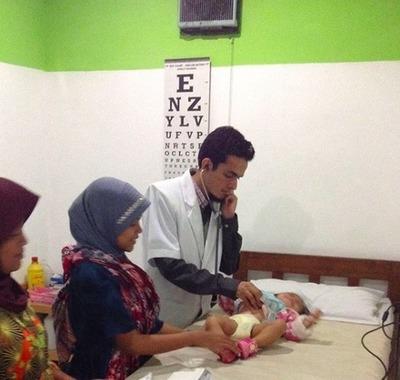 INDONESIE / une assurance maladie propose des soins médicaux contre des déchets