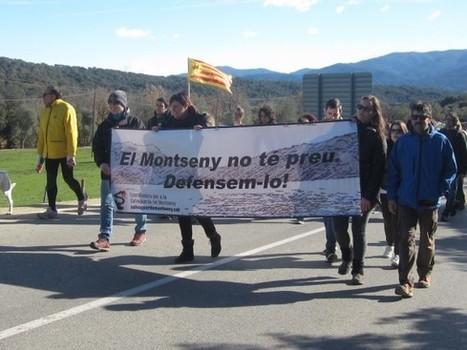 Un centenar de persones es manifesten en contra d'asfaltar una carretera del Montseny | #territori | Scoop.it