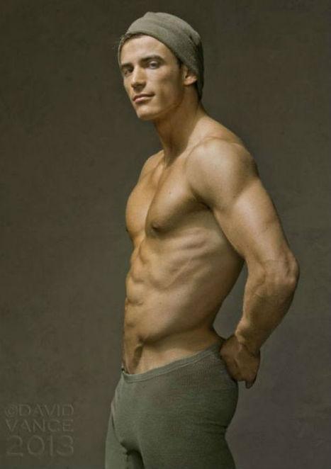 Tomas Skoloudik Naked (3 Photos)   The Men Men