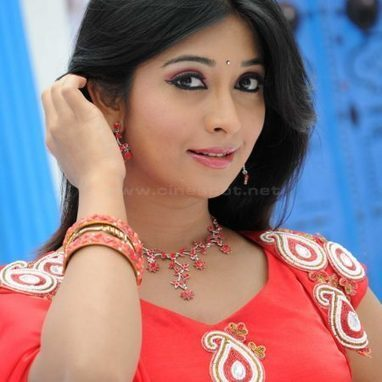 Radhika Pandit' in Celebrities Height, Weight, Age & Wiki