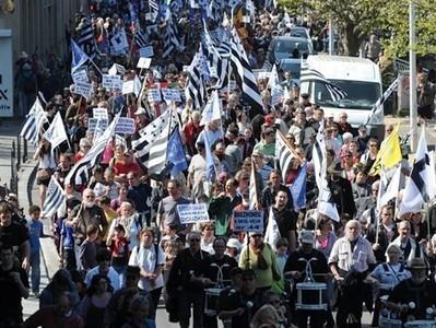 Langues régionales. De 10000à 12000 manifestants à Quimper [Vidéos] - Quimper | ECONOMIES LOCALES VIVANTES | Scoop.it