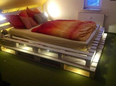 Pallet bed and lights | 1001 Pallets | bancoideas | Scoop.it