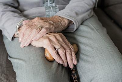 Pourquoi l'espérance de vie augmente-t-elle moins vite en France? | Viva magazine