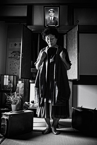 Overwork to suicide | Photojournalist: Shiho Fukada 深田 志穂 | BLACK AND WHITE | Scoop.it