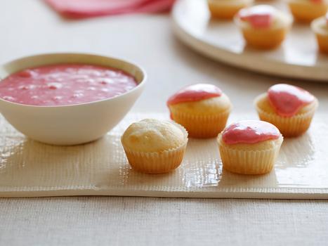 Mascarpone Mini Cupcakes with Strawberry Glaze | new baking ideas | Scoop.it