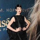 Anne Hathaway suffers 'Les Miz' wardrobe malfunction | Soup for thought | Scoop.it