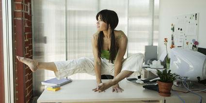 Faire du sport au bureau : 5 exercices à pratiquer devant l'ordinateur, l'air de rien   Mieux-etre.therapeutes.fr   Scoop.it