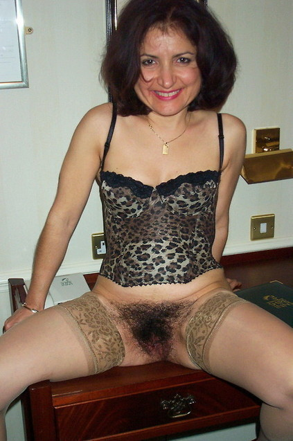 Georgie Mature Escort 32
