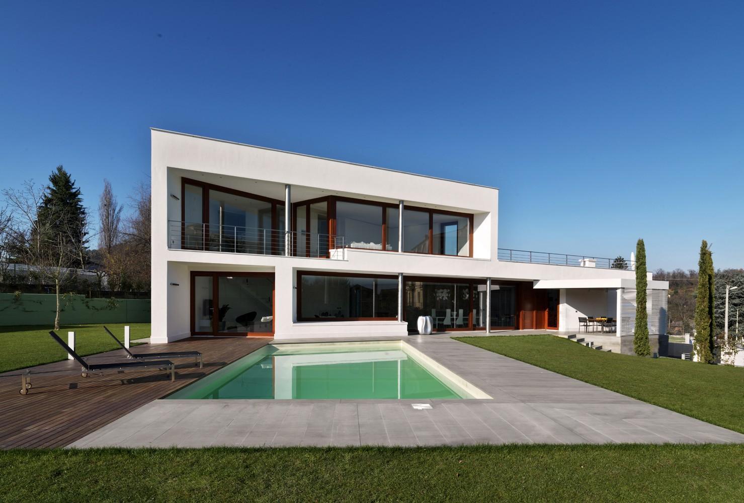 Remarquable maison contemporaine italienne au d for Maison contemporaine italienne