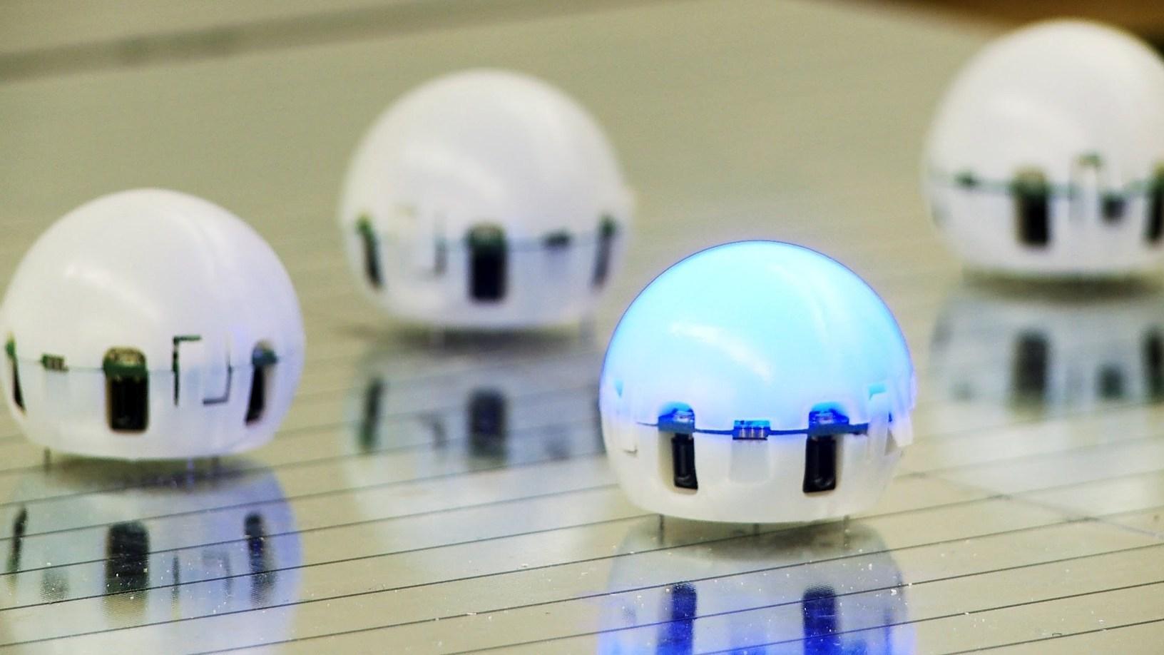 ساخت توپ با مرواريد ربات هايي شبيه توپ پينگ پنگ تصاوير