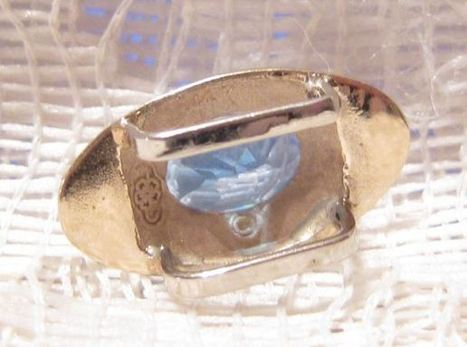 Vintage 14 KT Gold Slider with Blue Topaz Multi-Faceted Stone | Vintage Passion | Scoop.it