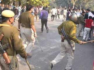 इलाहाबाद में आरक्षण विरोधियों पर बरसी लाठियां-News in Hindi | News in Hindi | Scoop.it