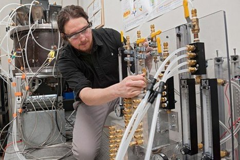Scientist Develops Self-Sustaining Solar Reactor That Produces Clean Hydrogen Fuel   Inhabitat   au cul du c@mion   Scoop.it