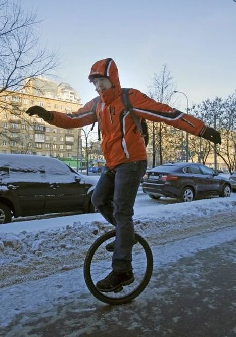 Hundreds of cyclists brave Moscow cold   Russia   Scoop.it