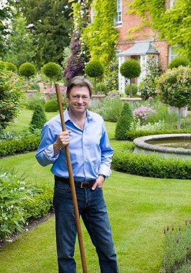 Alan Titchmarsh: how to get the perfect lawn | Gardening | Scoop.it