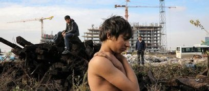 Gestrandete Migranten auf dem Baugelände einer Luxus Shopping-Mall   MUTABOR III   Scoop.it