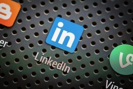 Infographic: Facebook vs. LinkedIn for professionals | Optimisation des médias sociaux | Scoop.it