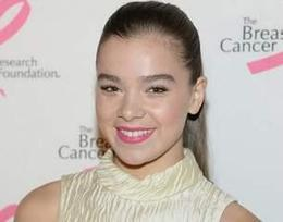 Hailee Steinfeld Snapped with a Baby Bump - I4U News | Business(s) | Scoop.it