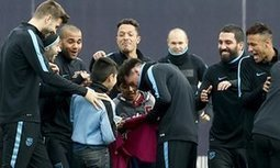 Barcelona invite three young pitch invaders to join in famous rondo - The Guardian | AC Affairs | Scoop.it